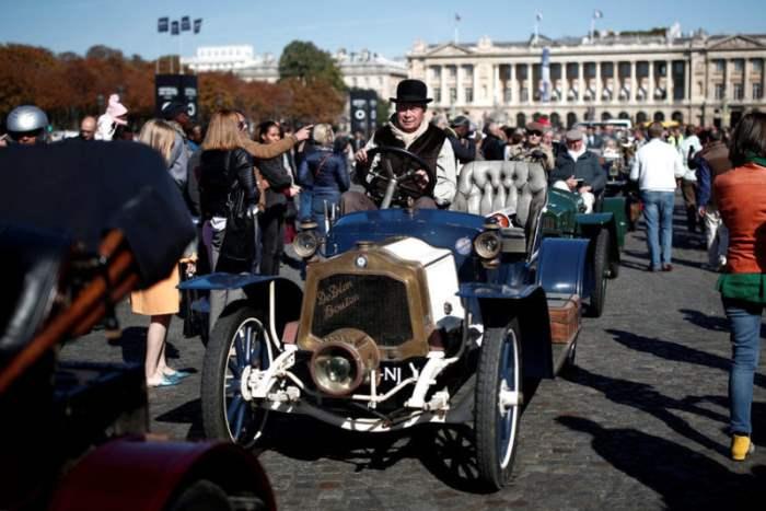 парада ретро-автомобилей