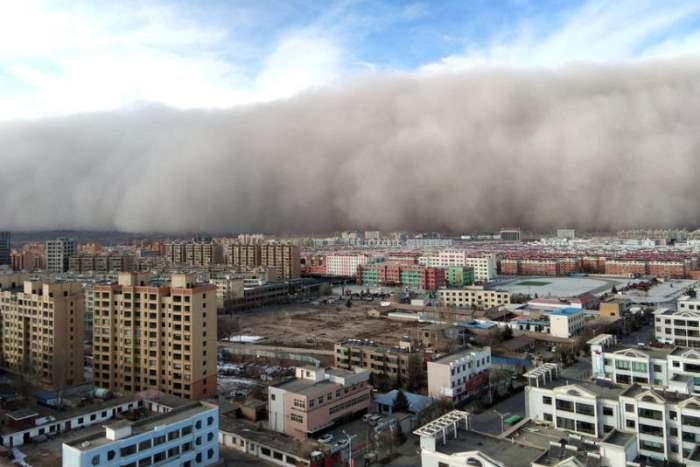 Песчаная буря над городом Ханчжоу
