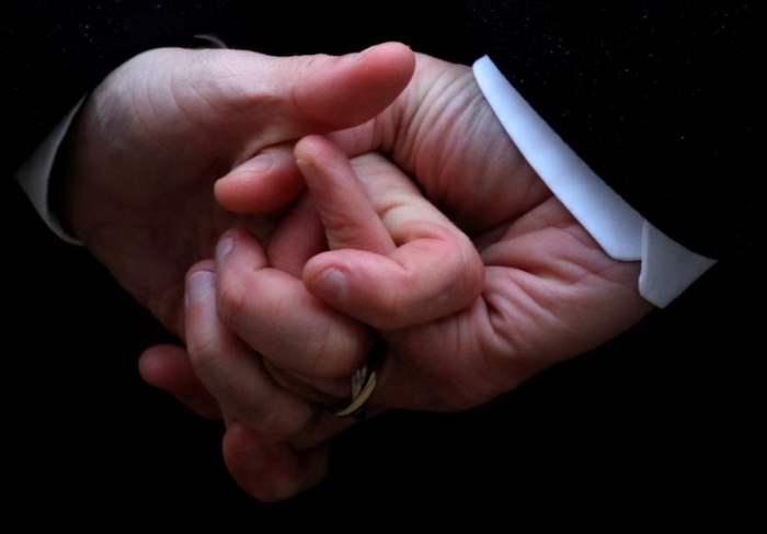 Руки французского президента