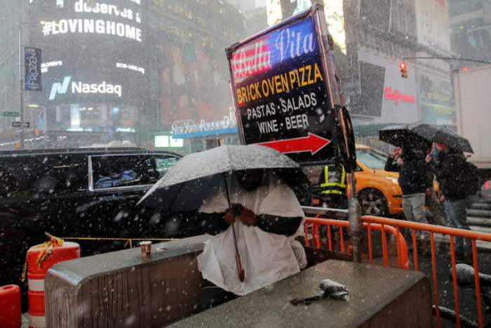 Снежная буря на Таймс-сквер