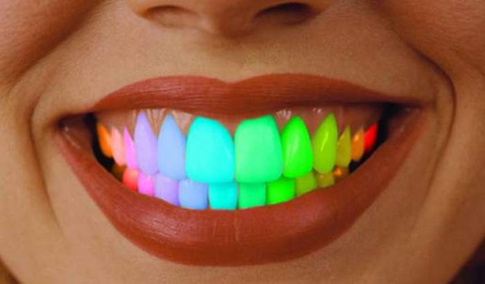 цветные зубы