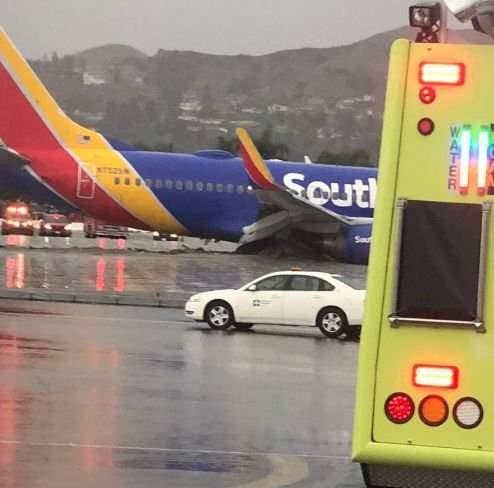 В Лос-Анджелесе самолет