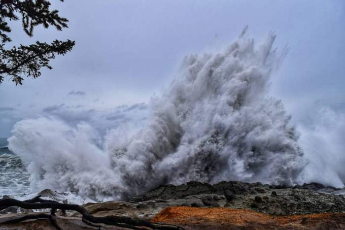 Гигантские волны в Орегоне, США