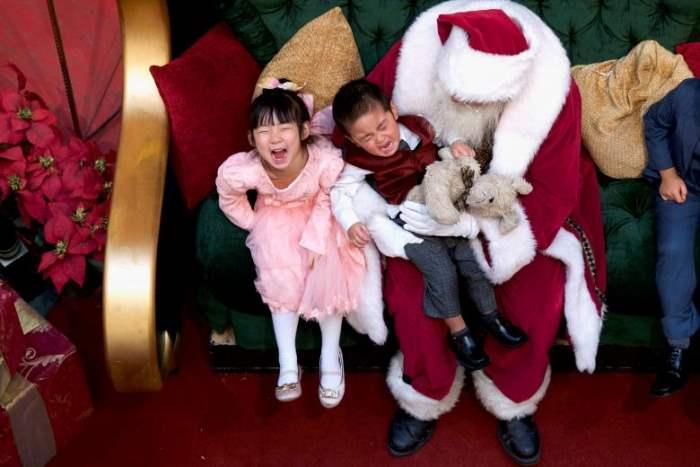 Дети с Санта-Клаусом
