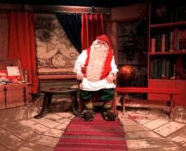 Мужчина в костюме Санта-Клауса