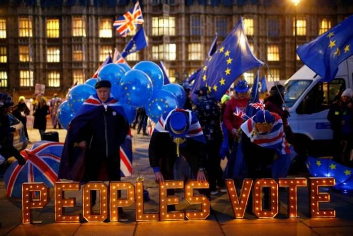 Протестующие против Brexit