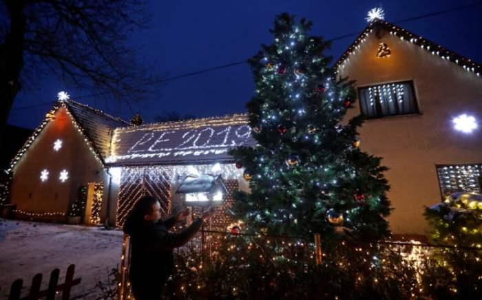 Размещение рождественского украшения