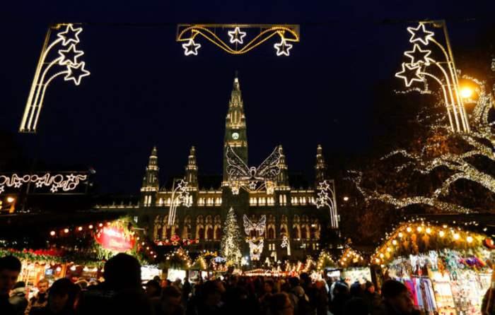 Рождественский базар перед венской ратушей.