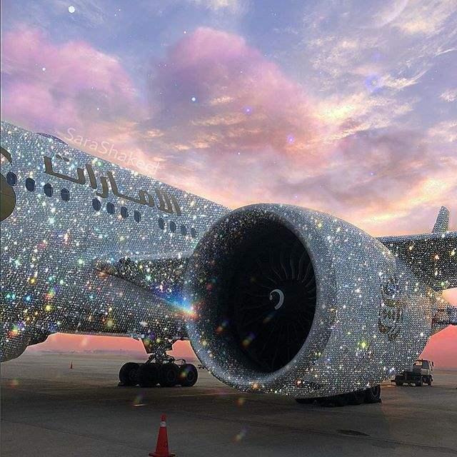 Самолет покрытый алмазами