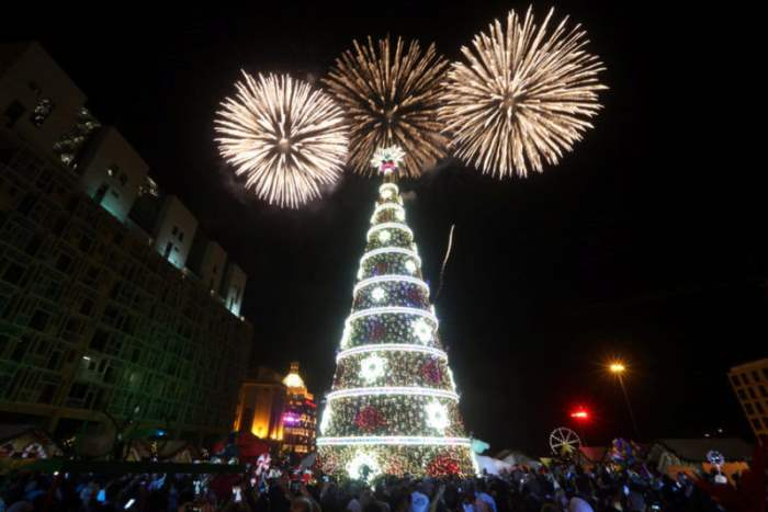 Фейерверк над елкой в Бейруте