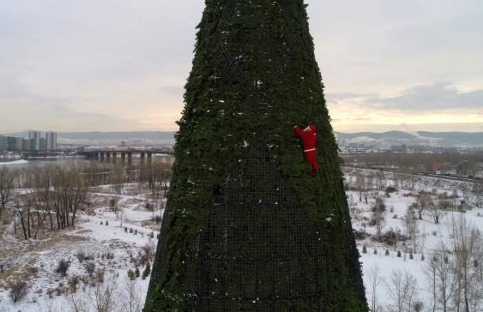 в костюме Санта-Клауса