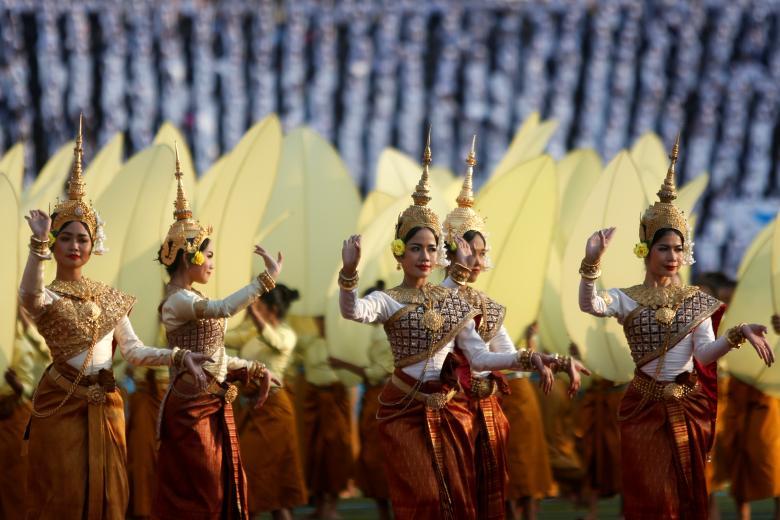 Традиционные камбоджийские танцоры