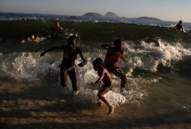 на пляже Ипанема