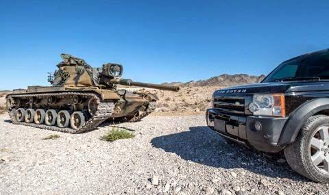 Land Rover Discovery против Танка M60 Patton