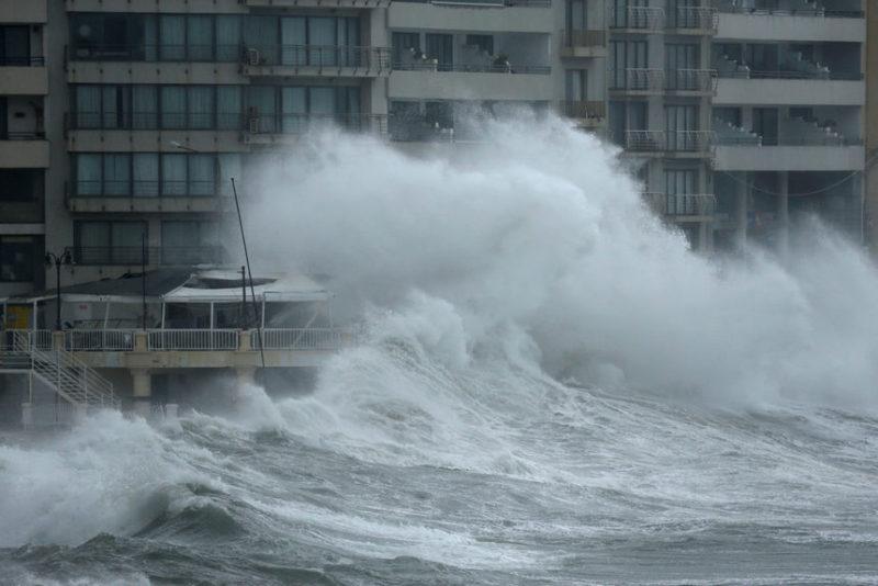 Буря на набережной