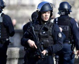 В Париже утилизируют бомбу