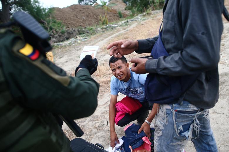Офицер колумбийской полиции