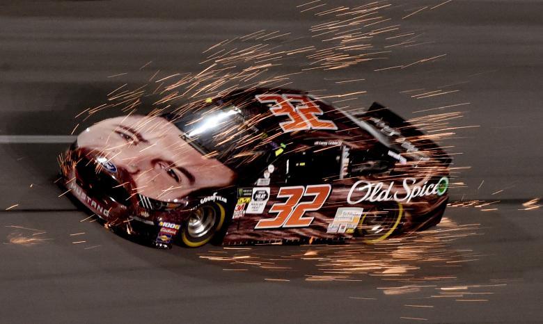 Пилот из серии NASCAR