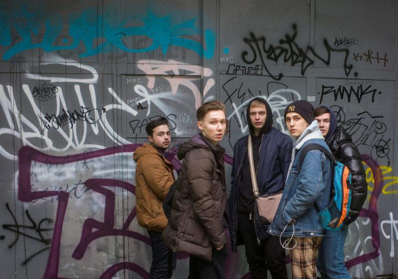 Подростки в центре Киева, Украина.