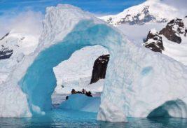 в горах Антарктиды