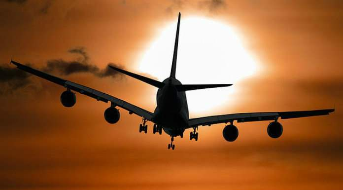 самолет закат