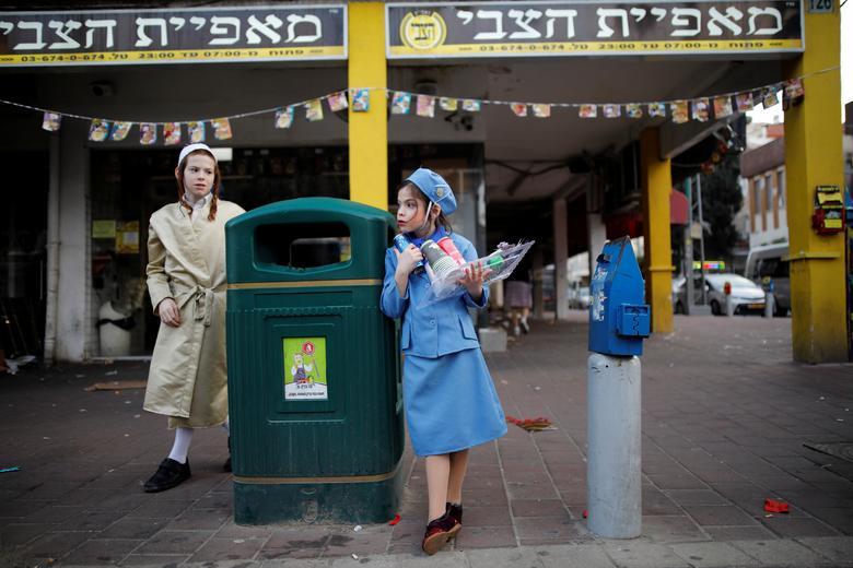 Евреи в костюмах