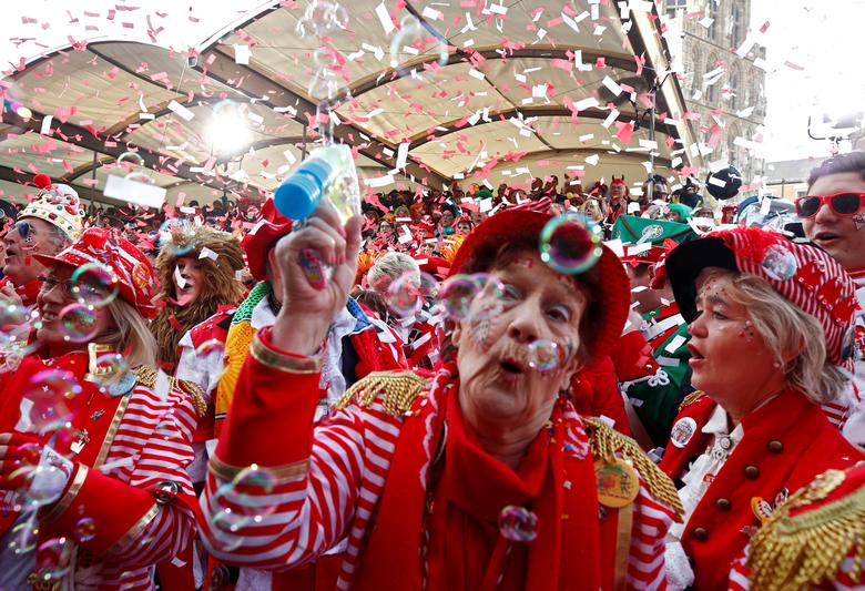 Люди на карнавале