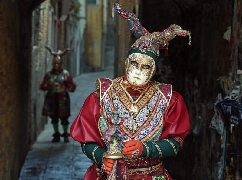 Момент карнавала в Венеции.