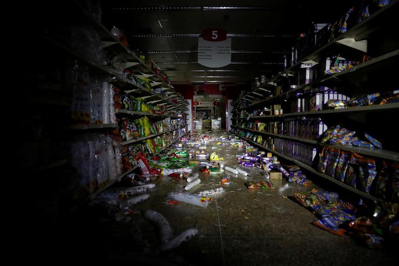 Разграбленный супермаркет в Каракасе