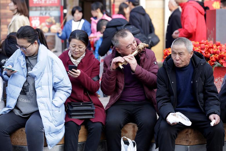 Туристы на улице Ванфуцзин