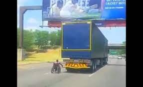зацепился за грузовик