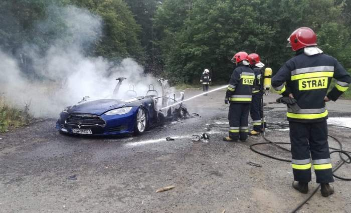 как тушить электромобили