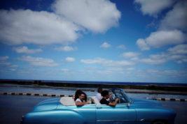 на ретро-автомобиле в Гаване