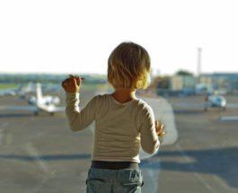 ребенок в аэропорту