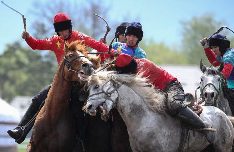 Кадр с первого азиатского чемпионата по конным скачкам