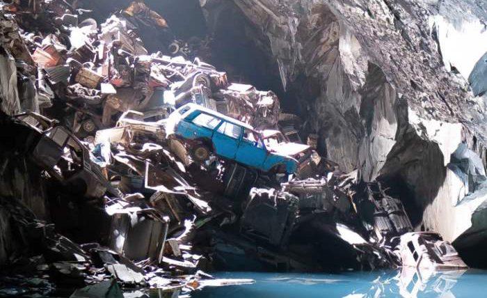 Машина в пещере