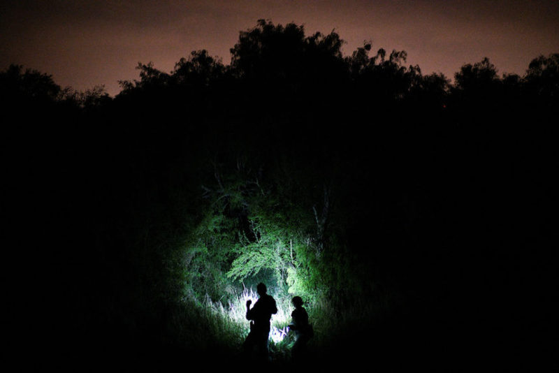 Пограничники ищут нелегальных иммигрантов