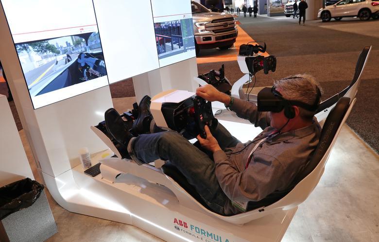 в симуляторе виртуальной реальности