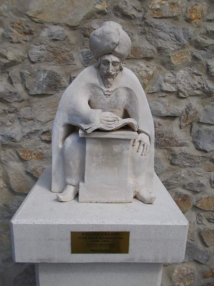 памятник Эвлию Челеби