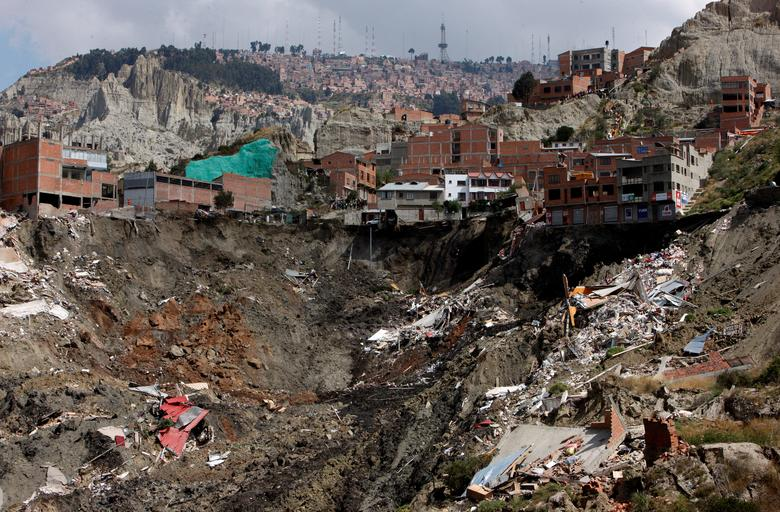 Дома, разрушенные в результате оползня