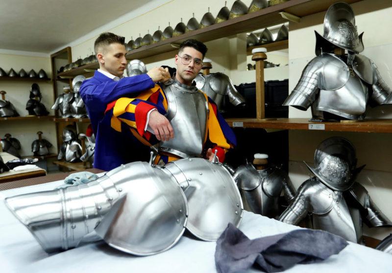 Новый гвардеец из швейцарской гвардии Ватикана