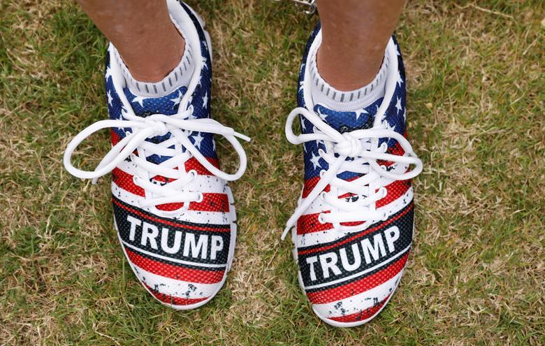 Сторонник спортивной обуви Трамп