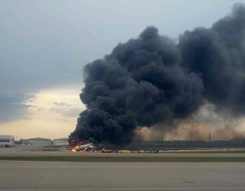 москва самолет горит