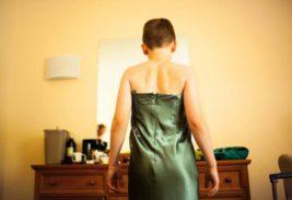 начал носить женскую одежду