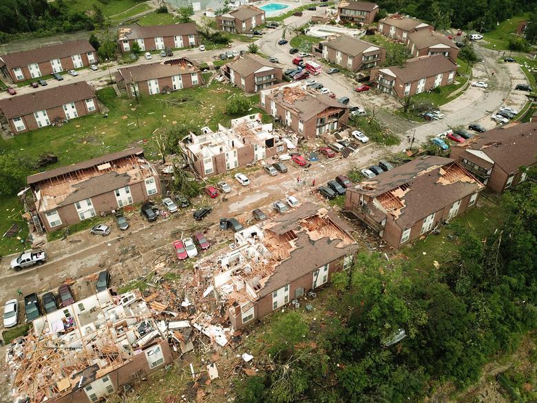 обломки разрушенных домов