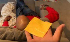 убийство куском сыра
