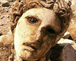 2000-летняя мраморная голова бога Диониса