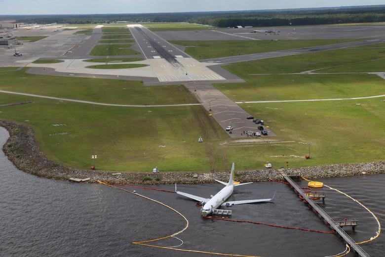 Miami Air International Boeing 737-800