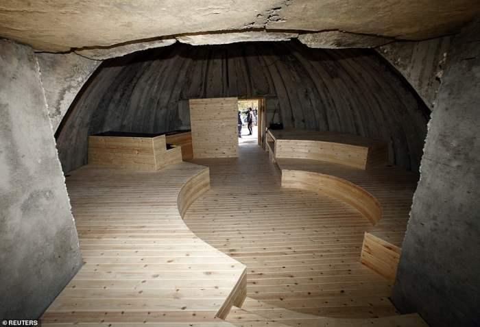 возле бункера тяжелой артиллерии