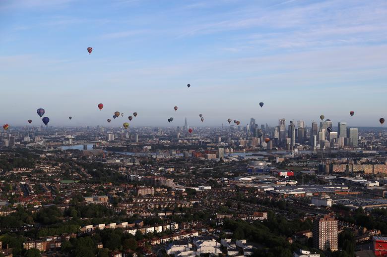 Воздушные шары летают над Лондоном